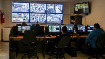 El centro de monitoreo funciona en el 11º piso del edificio de la Municipalidad. El personal trabaja todos los días y ya se convirtió en soporte de las investigaciones judiciales.