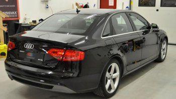 Un médico dejó su Audi en marcha y se lo robaron en pleno centro