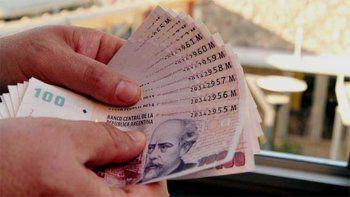Una adolescente encontró $14 mil