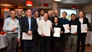 Tortoriello firmó el acta acuerdo entre los municipios de la región.