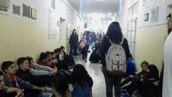 Estudiantes del CEM 5 protestaron por las malas condiciones edilicias