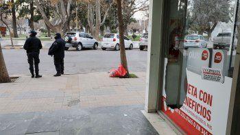 vandalos atacaron la agencia comercial de lm cipolletti