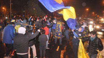 Los hinchas de Boca festejaron en Roca y España, como es tradición.