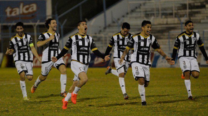 Cipo aguantó cuando el partido se complicó, luchó y llegó a los penales, donde Alasia se hizo figura.