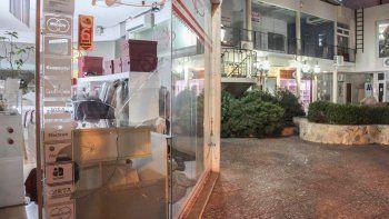 Los robos, hurtos y actos vandálicos, como la ruptura de vidrieras, son una constante en el comercio local.