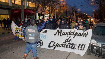 trabajadores municipales marcharon por el centro para exigir el pase a planta