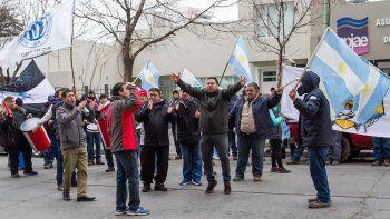 Los trabajadores municipales no dan el brazo a torcer y continúan con un paro por tiempo indeterminado.