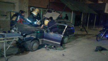 Luciano y sus amigos tuvieron que ser rescatados del auto por los bomberos.