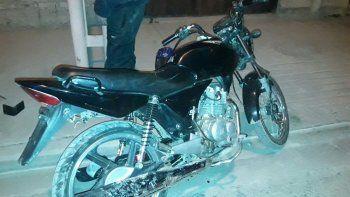 Infraganti: lo detuvieron porque manejaba una moto sin patente y resultó ser robada