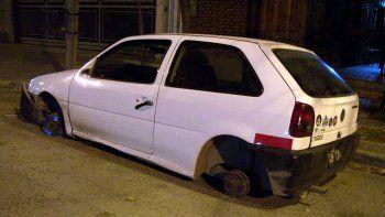 El vehículo fue desarmado en una chacra ubicada cerca del límite entre Cipolletti y Fernández Oro.
