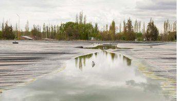 La planta depuradora de líquidos cloacales trata en la actualidad solamente un tercio de los efluentes domésticos. El resto va crudo al río Negro.