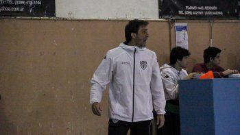 Gabriel del Egido, el entrenador del equipo mayor de Cipolletti.
