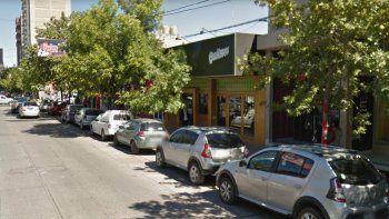 La brutal gresca protagonizada por los boxeadores ocurrió afuera de un bar de calle Roca.