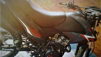 Le robaron su moto cuando visitaba a una amiga y pide ayuda para encontrarla.
