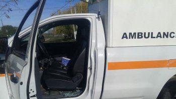 A las ambulancias les rompieron puertas y vidrios.