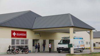 El policía herido fue atendido primeramente en el hospital local.