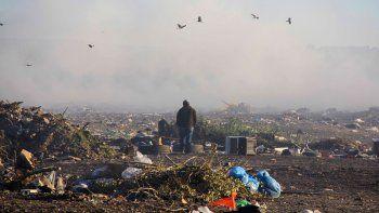El humo es permanente en el basural y en invierno hay muchos días en los que la ciudad queda cubierta por esas nubes tóxicas.