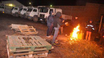 La toma de la sede de los camiones y la huelga del sector obligaron a suspender otros trabajos, como el mantenimiento de calles por dos semanas.