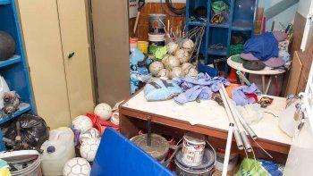 Los ladrones destrozaron armarios donde se guardaba la indumentaria.