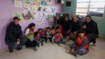 La policía rionegrina realizó una donación para el jardín del Obrero