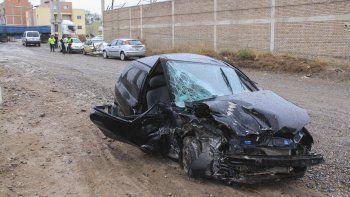 Un violento choque frontal sobre la Ruta 151 dejó a una mujer herida y caos en el tránsito