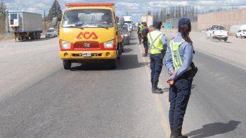 El tránsito se hace cada vez más intenso en las rutas de la región, y los puestos camineros tienen que disponer distintas medidas preventivas.