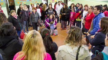 Madres y alumnos reclamaron por los problemas en la Escuela 53