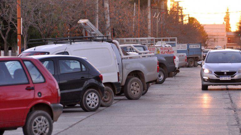 La calle Fernández Oro es una de las más transitadas para esquivar el caos vehicular del centro.