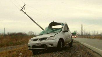 El Renault Logan terminó con importantes daños.