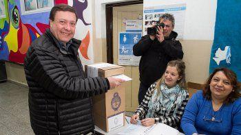 Alberto Weretilneck ya emitió su sufragio y pidió a los vecinos votar pensando en la provincia