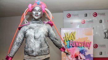 Con estatuas vivientes, se presentó ayer el festival nacional de teatro.