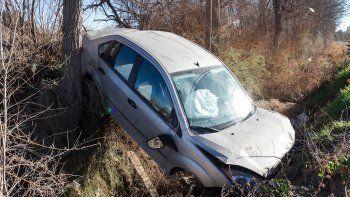 El auto, además del faltante de las ruedas, presentaba numerosos daños.