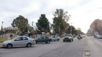 La víctima del violento ataque sexual fue sorprendida en calle Fernández Oro, muy cerca de la calesita.