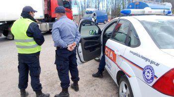 Los agentes viales cumplen a diario una tarea intensa en las rutas.