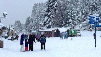 La caída de nieve en la cordillera redondeó el fin de semana largo.