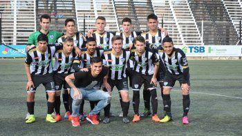 Opazo fue a ver el partido de liga el domingo en La Visera y posó para la foto. Trajo suerte porque Cipo goleó a Unión.