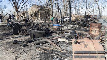 Perdieron sus viviendas mientras ayudaban a combatir el fuego