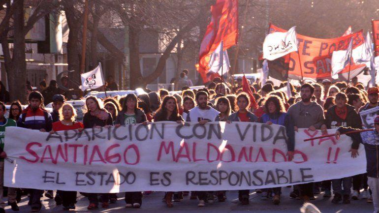 Marchan en la ciudad para pedir justicia por la muerte de Santiago Maldonado
