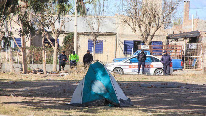 Diez familias iniciaron una toma el domingo por la noche en Fernández Oro.