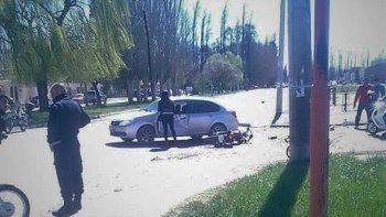 Tragedia: una joven motociclista de 24 años murió tras un violento choque contra un auto