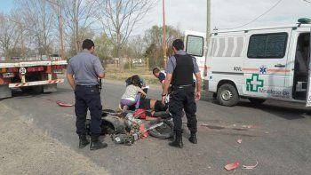 murieron dos jovenes motociclistas aplastados por un camion en allen