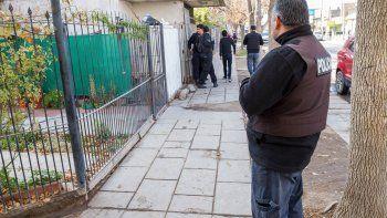 Con un policía en la puerta todo el día, así viven 17 cipoleñas acosadas por violentos. Generalmente, son sus ex.