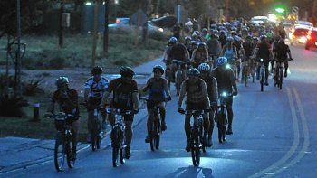 saldran a pedalear por la noche en contra de la contaminacion