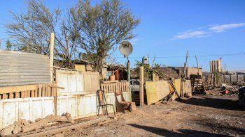 Vecinos de la toma La Alameda que organizaron un comedor comunitario, sufrieron piedrazos y balazos a sus casas durante el fin de semana.