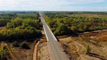 La obra se diseñó hace 20 años y todavía ningún auto pudo cruzar con el camino oficialmente habilitado.