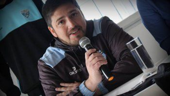 Méndez, el técnico de la Academia Pillmatun, que juega de local.
