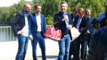 Mirá los insólitos regalos que recibió el presidente Macri