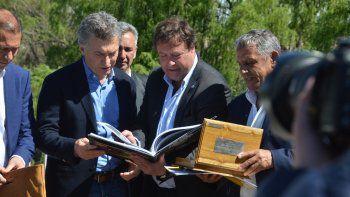 El gobernador rionegrino participó del acto de inauguración.