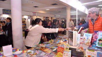 La Feria del Libro es el primer evento que realiza la ciudad en el edificio cultural gigante de Oro y 25 de Mayo.