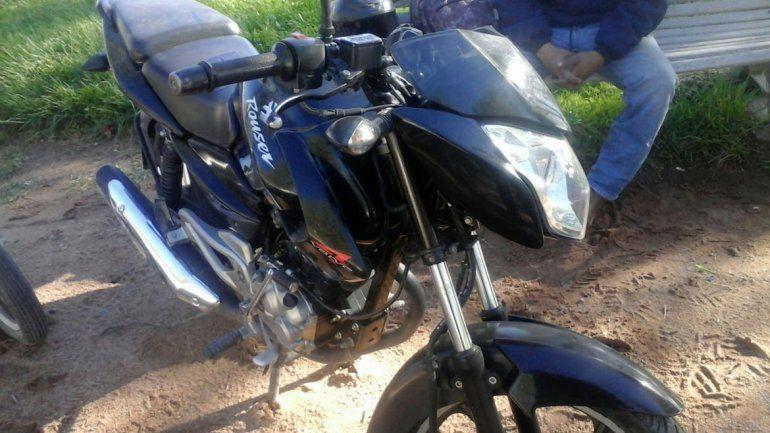 Un joven que vino de visita desde Regina en moto se quedó a pie luego de que le robaran